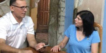 José Daniel Ferrer and the U.S. chargé d'affaires in Cuba, Mara Tekach. Photo: Twitter.