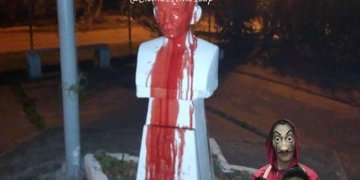 """Image without location of vandalized bust of Martí. It was published on a Facebook page called """"Clandestinos."""""""