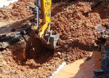 Repair work of a water pipe in Havana. Photo: Aguas de La Habana / Facebook / Archive.