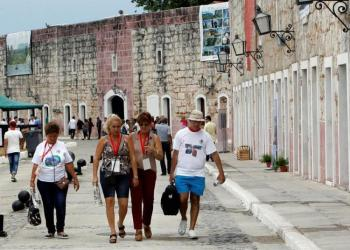 FitCuba is the largest exhibition and promotional fair for the leisure industry on the island, attended by businesspeople, representatives of travel agencies, tour operators, airlines, suppliers and other tourism-related companies. Photo: EFE / Ernesto Mastrascusa / Archive