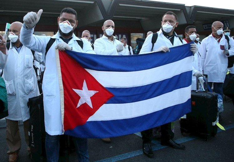 Cuban doctors and nurses after their arrival at Malpensa airport, Italy, to help in the fight against the COVID-19 pandemic, on March 22, 2020. Photo: Mateo Bazzi / EFE.