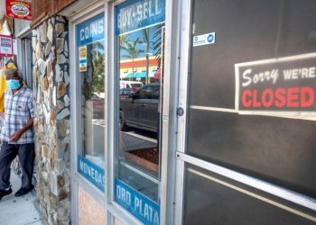 Miami-Dade County slowly opened nonessential businesses on Monday. Photo: Cristóbal Herrera/EFE.