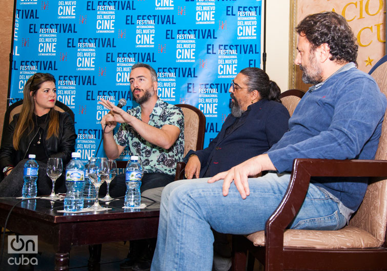 Conferencia sobre el documental en el Hotel Nacional de Cuba: El Cigala, Diego Pareja (con el micrófono) y el productor Jesús Puente (derecha). Foto: Claudio Pelaez Sordo.