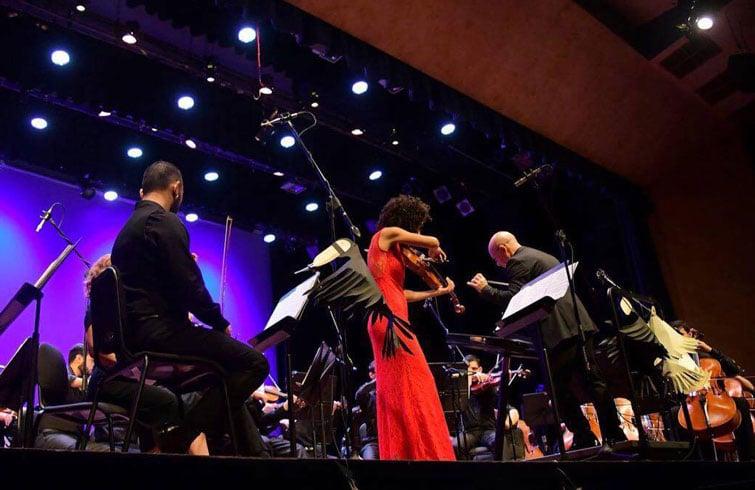 Winnie Camila actúa com solista junto a la Orquesta SInfónica de Heredia (Costa Rica) bajo la dirección del maestro Eddie Mora. Foto: Cortesía de Winnie Camila Berg.