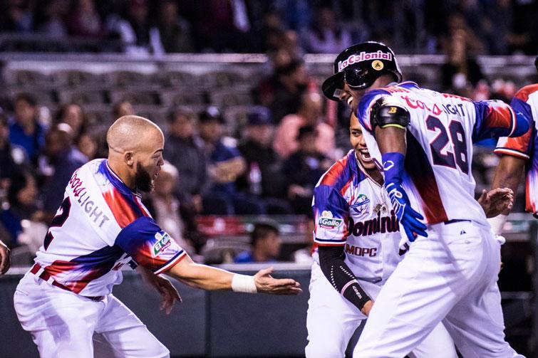 Los dominicanos celebraron su victoria sobre los Alazanes y su pase a semifinales. Foto: @SDCJalisco2018 / Twitter.
