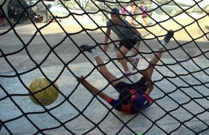 Los jóvenes cubanos son seguidores de los clubes extranjeros. Foto: Otmaro Rodríguez.