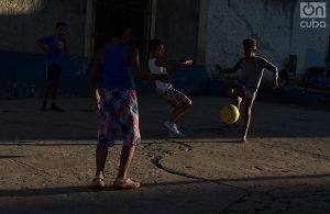 En la niñez se desarrolla las habilidades del fútbol. Foto: Otmaro Rodríguez.