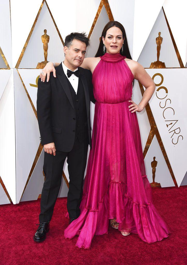 """El director de """"Una mujer fantástica"""" Sebastián Lelio llega con su estrella Daniela Vega a la ceremonia de los Oscar. Foto: Jordan Strauss/Invision/AP."""