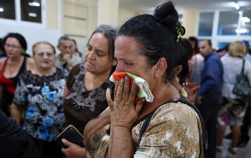 El duelo de las familias. Foto: EFE.