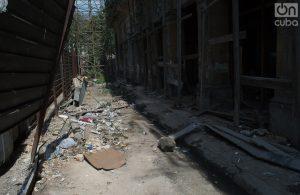 Parte baja del edificio, hacia la calle Dragones. Foto: Otmaro Rodríguez.