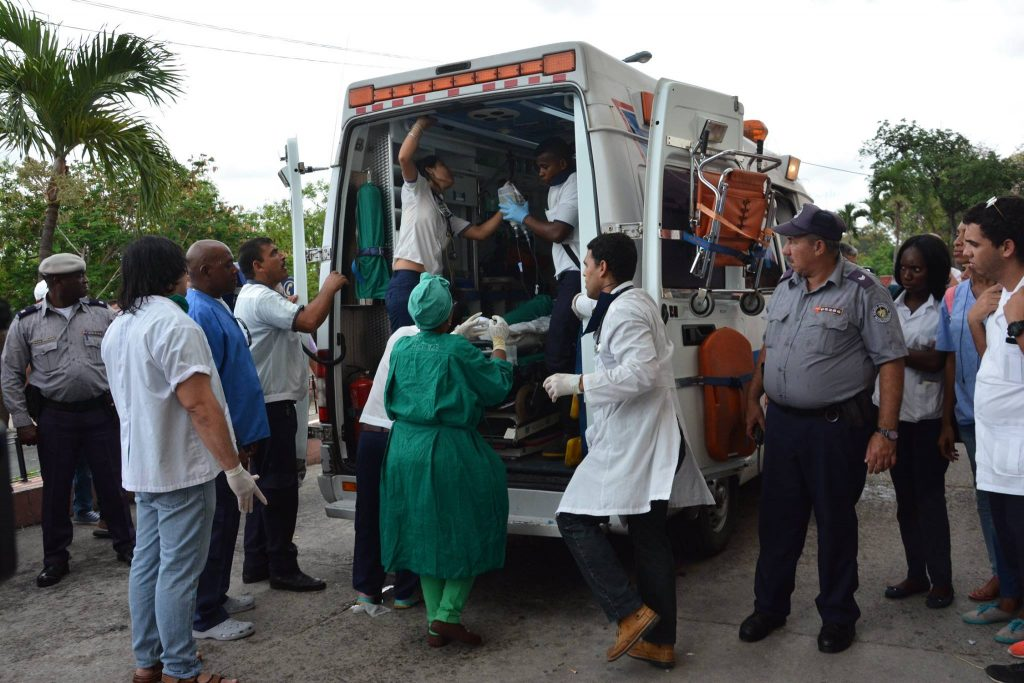 Sobrevivientes llegan al hospital Calixto García. Foto: ACN.