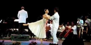 Alihaydée Carreño junto a Yanier Gómez durante el espectáculo Romance Latino en Cuba / Foto: Martha Sánchez