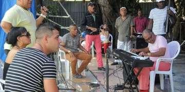 Elito Revé y sus invitados ensayan en La Tropical su próxima presentación en Lima, Perú / Foto: Roberto Ruiz