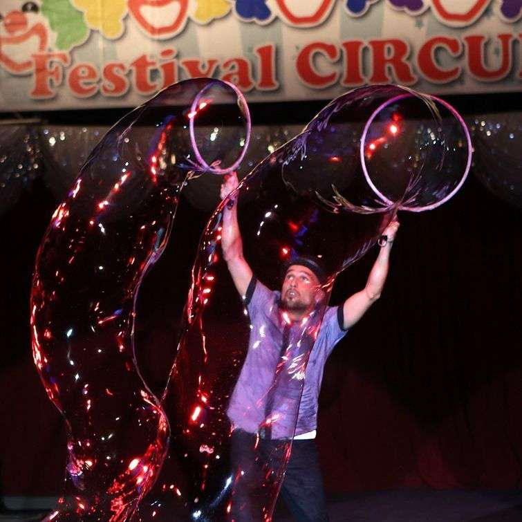 Récord Guinness por realizar la cadena de burbujas más grandes del mundo / Foto: Cortesía del autor.