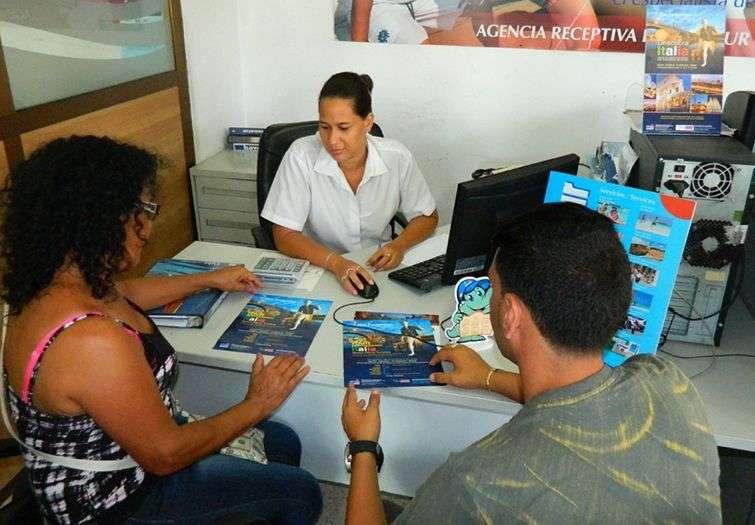 Los turoperadores trabajan coordinados con el consulado italiano para agilizar las visas de los turistas cubanos / Foto: Julio Batista.