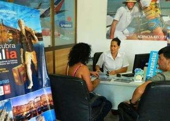 La oferta de paquetes turísticos a Europa ha tenido buena acogida entre los cubanos con más recursos / Foto: Julio Batista.