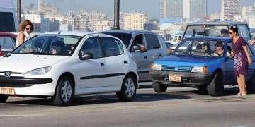 Gran parte de la población se mueve en botella es decir en autostop, incluso dentro de las ciudades / Foto: Raquel Pérez