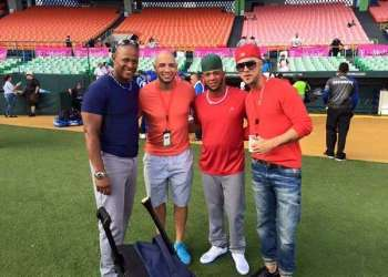 Félix Pérez y Hassan Pena junto a Alexander Malleta y Yadiel Hernández, integrantes de los Vegueros en la Serie del Caribe.