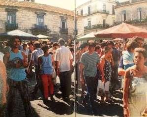 Feria en la Plaza de la Catedral, Tomada del libro Six Days in
