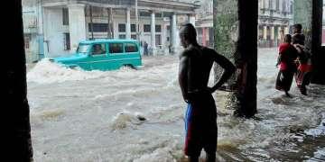 El pasado 29 de abril lluvias intensas en La Habana provocaron inundaciones con saldo de tres muertos y más de 40 derrumbes en La Habana. Foto: AP