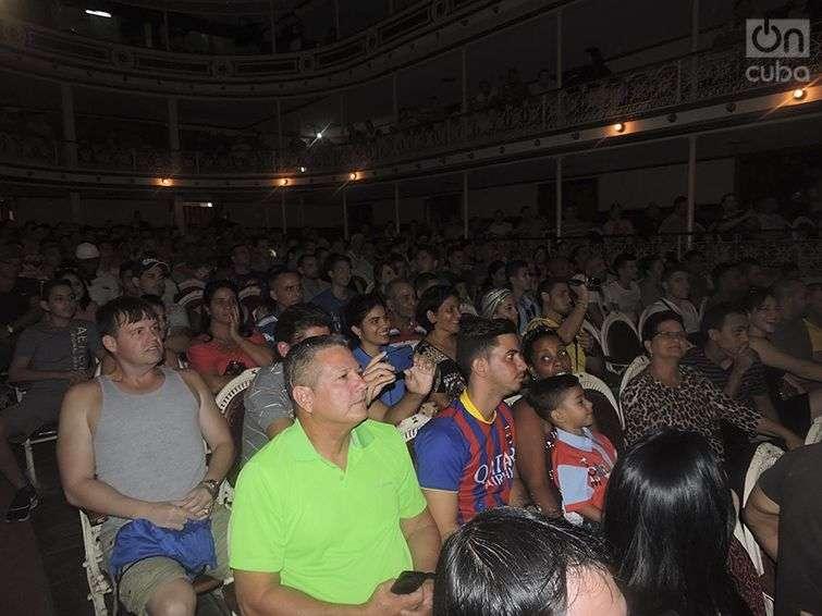 El teatro se llenó para ver el evento / Foto: Eduardo González