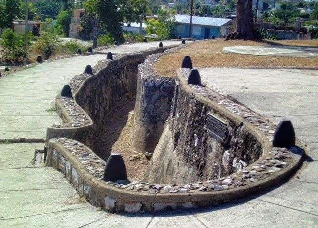 Trincheras norteamericanas reconstruidas en el parque San Juan / Foto: Reinaldo Cedeño