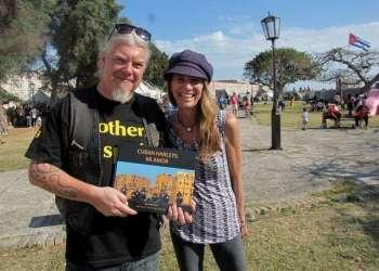 Jens Fuge y Conner Gorry, autores del foto libro Cuban Harleys, mi amor, en la Feria Internacional del Libro de La Habana / Foto: Lidia Hernández