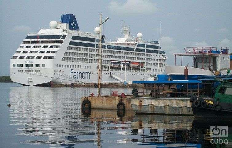 El crucero Adonia en Cienfuegos. Foto: Lena Almeida
