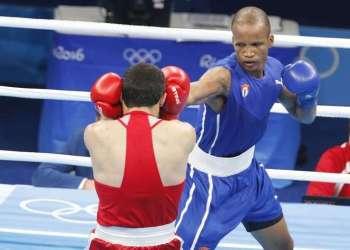 Roniel Iglesias (azul) de Cuba, derrota a Vladimir Margaryan (rojo) de Armenia, en los octavos de final de la categoría de los 69 Kg del boxeo de los Juegos Olímpicos de Río de Janeiro. Foto: Roberto Morejón / JIT