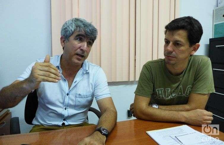 Luis Ramírez and Michel Aguilar in the Caguayo Foundation. Photo: Yailín Alfaro.