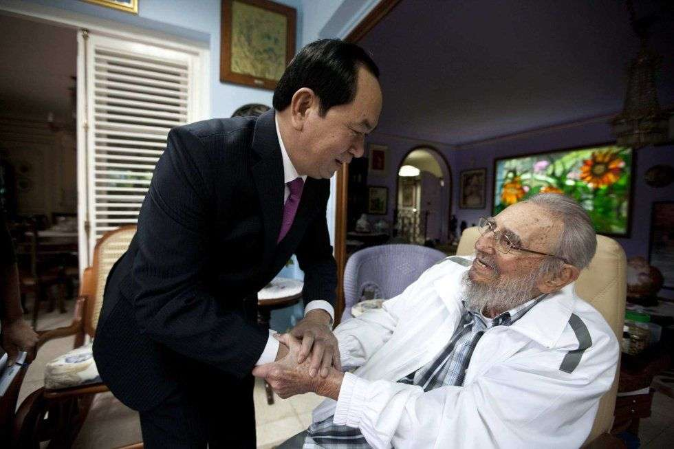 Last November 15 Fidel Castro received Vietnamese President Tran Dai Quang. This is one of the last images of the Cuban leader before his death this November 25. Photo: Alex Castro.