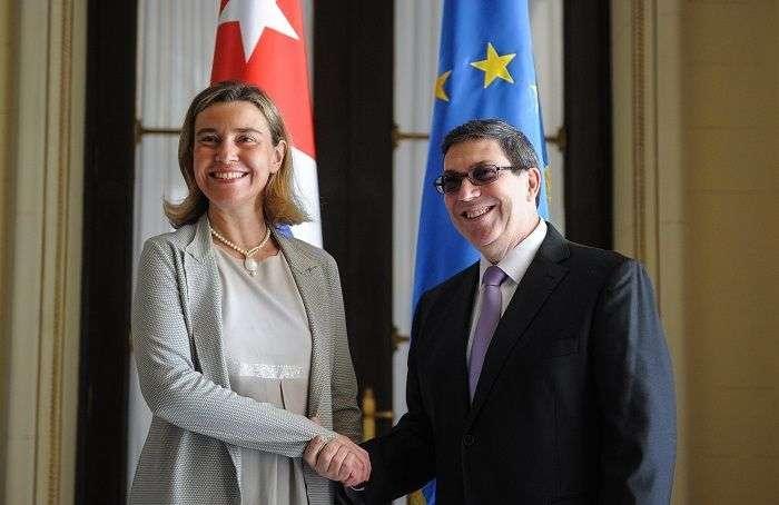 Federica Mogherini, jefa de la diplomacia europea junto al canciller cubano Bruno Rodríguez en el Ministerio de Relaciones Exteriores de Cuba, en marzo de 2016. Foto: Adalberto Roque / AFP.