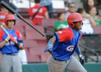 Roel Santos en el juego inaugural de Cuba en la Serie del Caribe. Foto: Ricardo López Hevia.