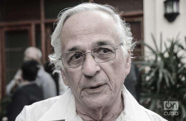"Manuel Herrera, director del filme ""Zafiros, locura azul"". Foto, Regino Sosa."