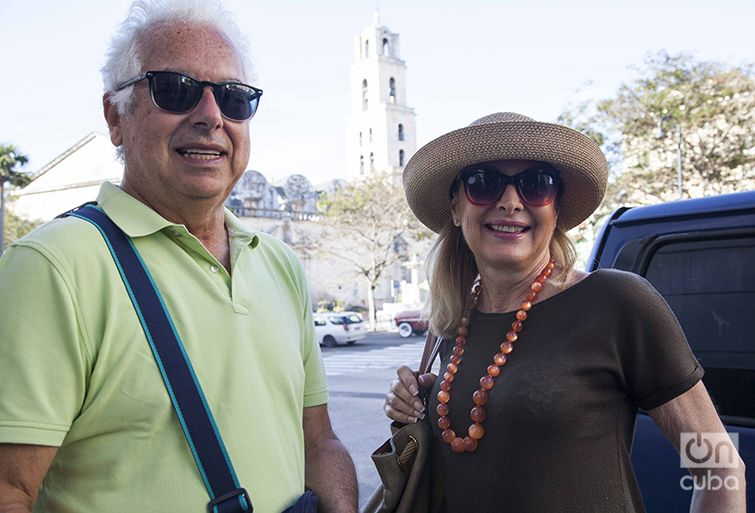 María and her husband Juan Enrique arrived in Havana on the Oceania Cruises' Marina. Photo: Claudio Peláez Sordo.