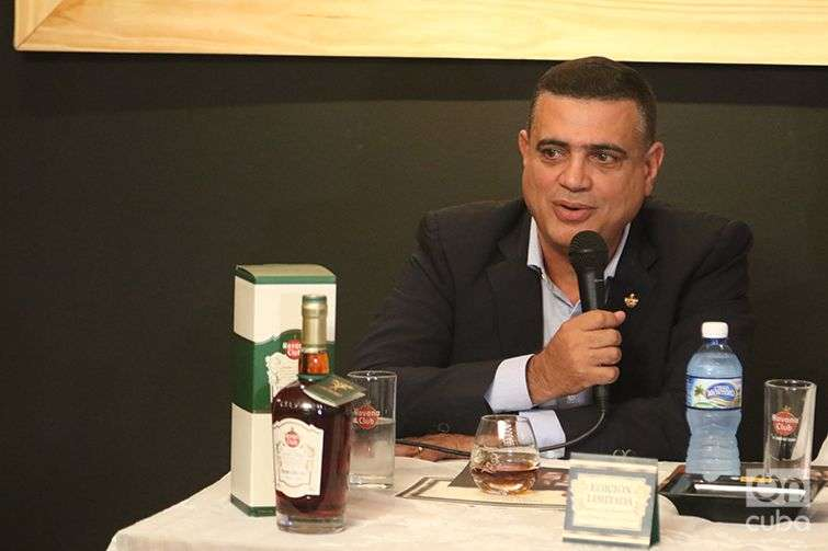 Rum maestro Asbel Morales. Photo: Ismario Rodríguez