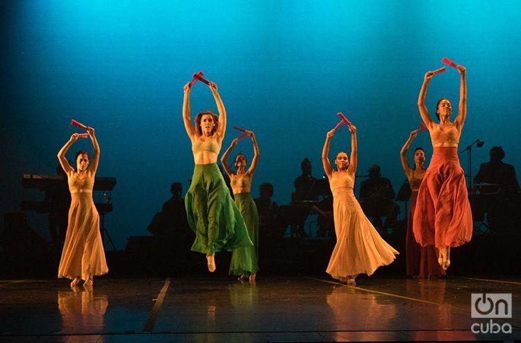 """Latido"", de Lizt Alfonso Dance Cuba. Foto: Ismario Rodríguez."