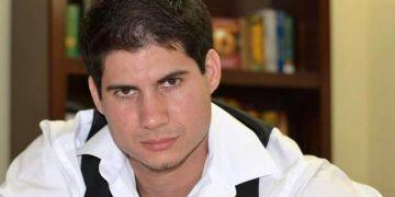 Adrián Henríquez, escritor cubano radicado en Nashville. Foto: @AdrianAragorn / Twitter.