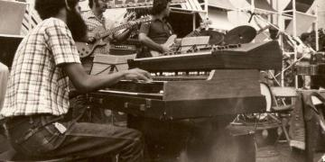 Pucho López (i) con el grupo Raíces Nuevas en el Festival Jazz Plaza de 1984. Foto: Archivo de Alexis Castañeda Pérez de Alejo.