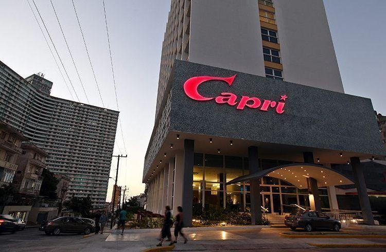 El hotel Capri, en La Habana, no ha recibido quejas de sus clientes sobre posibles ataques sónicos. Foto: Alejandro Ernesto / EFE.