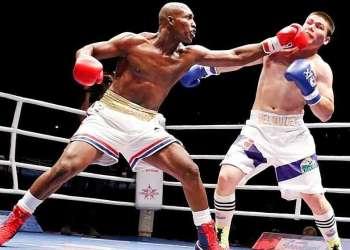 El campeón olímpico Julio César La Cruz (izq). Foto: zonadeboxeo.com.