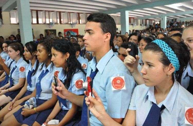La Academia Cubana de la Lengua está en desacuerdo con la decisión de quitar Español de exámenes de ingreso a IPVCE. Foto: Luis C. Palacios Leyva.