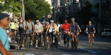 """""""Bicicletear La Habana"""": un paseo por la ciudad el primer domingo de cada mes. Foto: Luis Manuel Azua Torres / MontainCuba."""