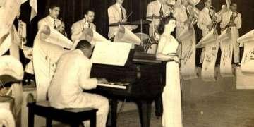 La Orquesta de Armando Romeu con la cantante Delia Bravo y Bebo Valdés al piano en el Teatro Astral. Foto: desmemoriados.com.