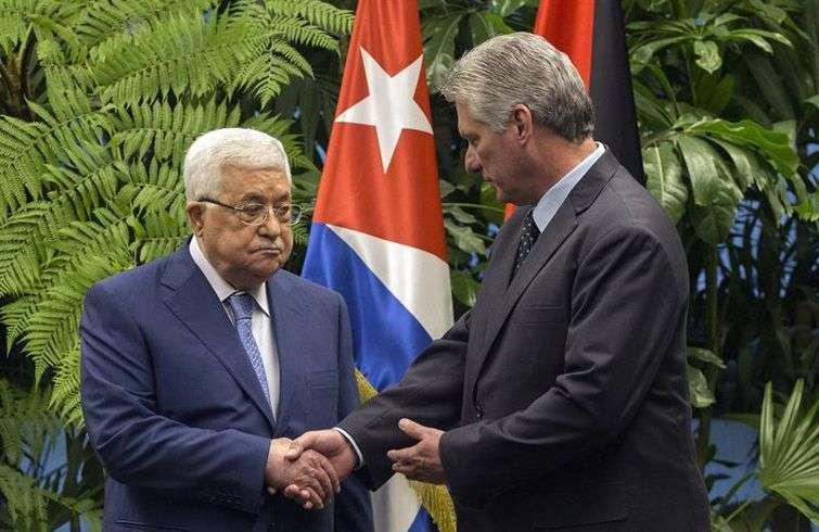 Durante su visita a Cuba, el presidente palestino Mahmoud Abbas se reunió con el nuevo mandatario de la Isla, Miguel Díaz-Canel. Foto: Desmond Boylan / EFE / EPA / POOL.