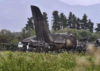 Un avión militar, un Il-76 de fabricación soviética, se estrelló en una zona agrícola de Argelia con un saldo de más de 200 muertos. Foto: @todonoticias / Twitter.