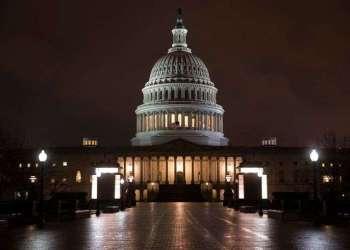 Vista del Capitolio tras una noche de negociaciones presupuestarias, en Washington, este 21 de marzo de 2018. Foto: J. Scott Applewhite / AP.