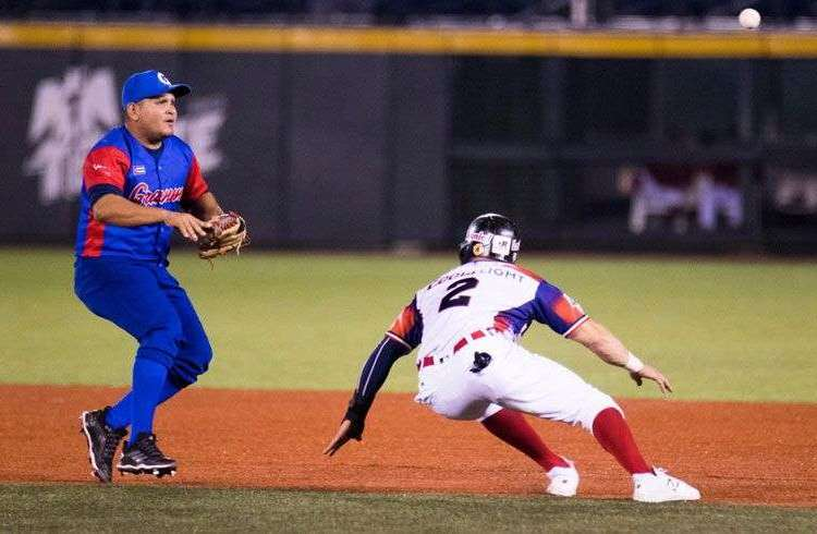 Cuba perdió su invicto en la Serie del Caribe al caer frente a República Dominicana. Foto: @SDCJalisco2018 / Twitter.