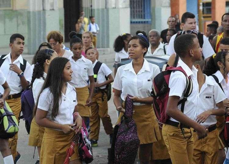 Estudiantes de Secundaria Básica en el Cerro, La Habana. Foto: Roberto Morejón / ACN / Archivo.