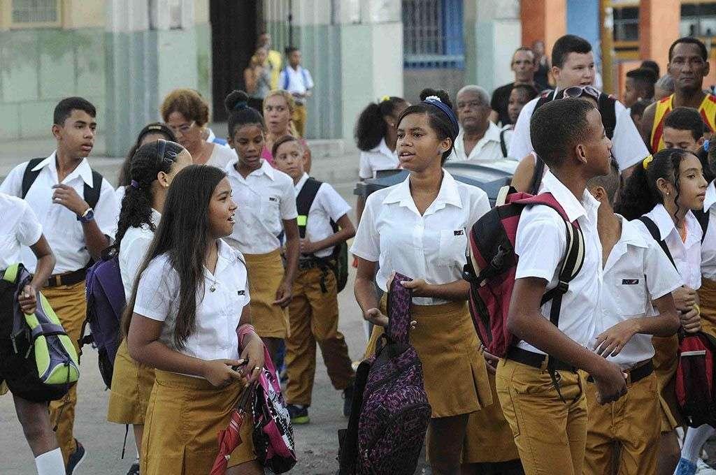 Estudiantes de Secundaria Básica en el Cerro. Foto: Roberto Morejón / ACN.